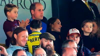 El príncipe William disfruta la victoria de su equipo favorito de fútbol en compañía de su familia