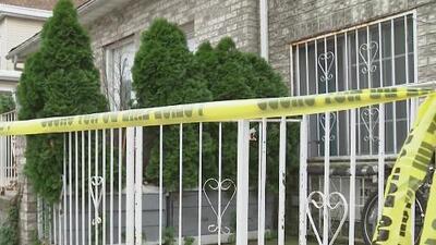 Investigan el asesinato de un hombre que fue apuñalado varias veces en una vivienda de El Bronx