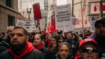 """""""Yo vengo por la lucha de mis hijos y su estudio"""": Padres de familia que apoyan a maestros de CPS en huelga"""
