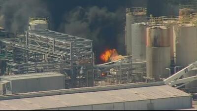 Autoridades confirman un muerto y dos heridos tras explosión en una planta petroquímica al noreste de Houston
