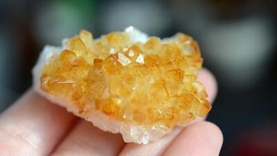 El citrino, piedra que atrae descanso y riquezas