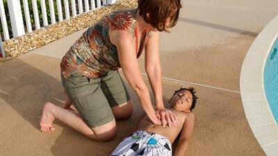 Cómo dar primeros auxilios a los niños en caso de ahogamiento