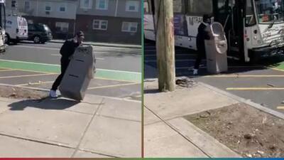(Video) Hombre se roba un cajero automático e intenta llevárselo en autobús