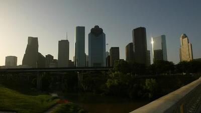Pronostican un viernes caluroso en Houston con cielos parcialmente nublados