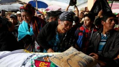 Así entierra y llora su pueblo a la guatemalteca abatida por un agente de la Patrulla Fronteriza