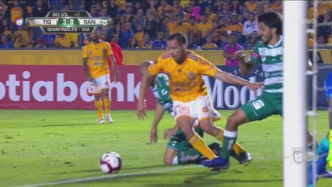 Orozco rechaza de nuevo y evita el gol de Jesús Dueñas