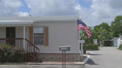 Residentes de un parque de casas móviles en Miami-Dade se quejan de continuos aumentos en la renta