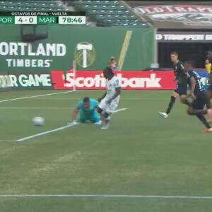 ¡Se cae el ídolo! Denovan Torres le 'regala' el 4-0 a Yimmi Chará