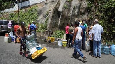 Millones de venezolanos continúan atravesando dificultades debido a las fallas en el suministro de agua y luz