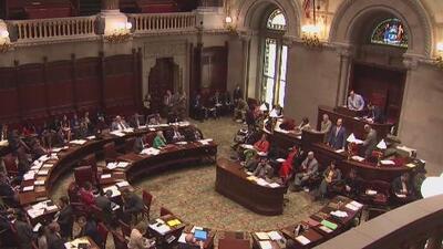 Nueva York discute aprobación de ley estatal del Dream Act que llevaría el nombre del difunto senador José Peralta