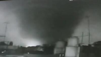 Revelan imágenes inéditas del poderoso tornado que arrasó con La Habana
