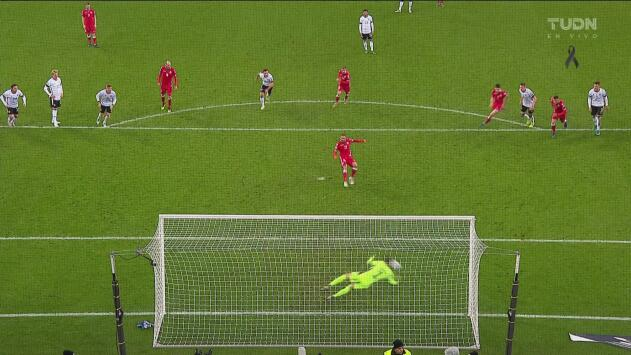 ¡Lo desaprovecha! Stasevich falla el penal ante Neuer