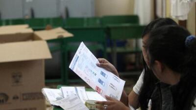 Ecuatorianos votan a favor de eliminar reelección indefinida heredada de Rafael Correa