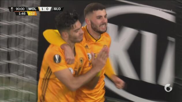 ¡Qué día para Raúl Jiménez! Consigue el gol que adelanta 1-0 a los Wolves ante el Bratislava