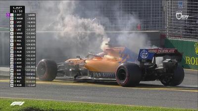 Sainz abandona la competencia luego de que su auto se calienta de más