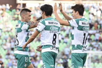 En fotos: ¡Líderes! Santos golea 4-1 a Puebla y manda en la Liga MX
