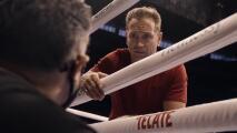 Entrenador de Saunders mide el ring y se queja de la lona