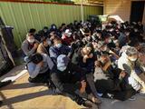 """""""No pueden escapar"""": el infierno de los inmigrantes en las guaridas de los coyotes"""