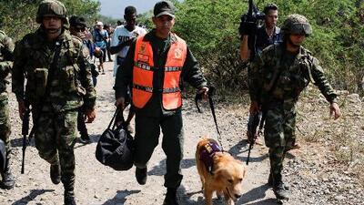 Reciben con aplausos a dos soldados venezolanos que desertaron con sus perros antidrogas