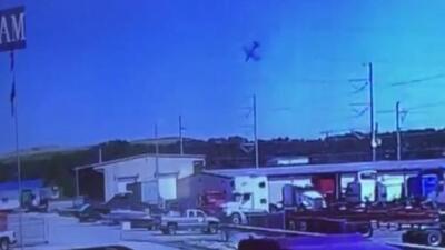 Captan en video el momento en que el avión de la Guardia Nacional se estrella en Georgia
