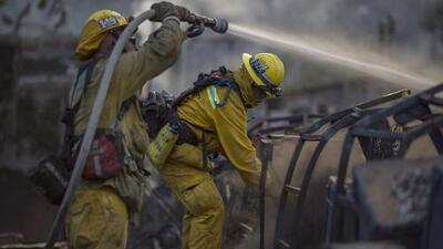 Rinden tributo a bomberos fallecidos en incendios forestales en Washington