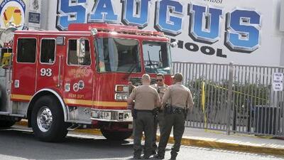 Al menos dos adolescentes, de 16 y 14 años, murieron en tiroteo en escuela de Santa Clarita, California