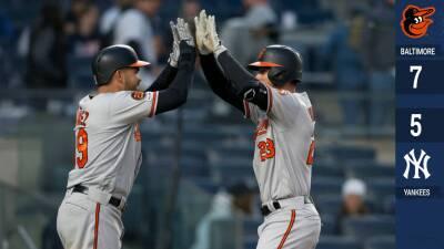 Los humildes Orioles, con bateo de poder, le toman la medida a los Yankees y los vencen