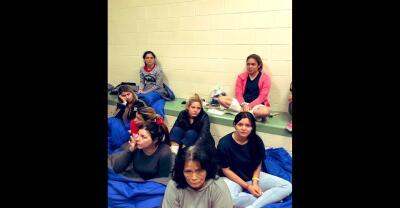 En fotos: Así viven las mujeres inmigrantes en los centros de detención de la Patrulla Fronteriza