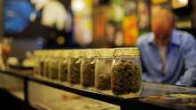 Nueva York legaliza el consumo de marihuana recreativa, ¿qué implicaciones tiene para la comunidad?