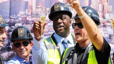 Con Will Ferrell y 'Magic' Johnson presentes, LAFC inició la construcción de su estadio
