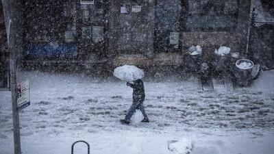 Accidentes, árboles caídos y falta de electricidad: las consecuencias de la tormenta invernal en el noreste de EEUU