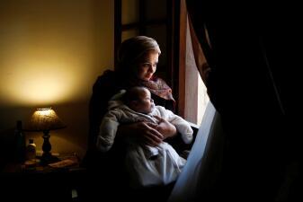 En fotos: la inquietud y culpa que sienten las madres que deben dejar a sus recién nacidos para volver a trabajar