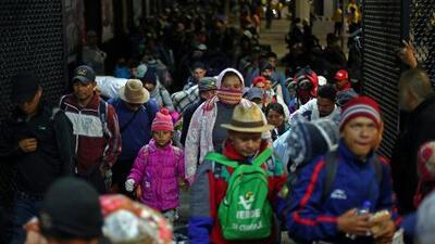 Caravana de migrantes centroamericanos salió de Ciudad de México rumbo a la frontera con EEUU