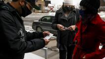 Autoridades en Dallas advierten sobre la venta fraudulenta de tarjetas de vacunación contra el coronavirus