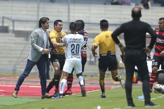 En fotos: Pumas doblega a Xolos en un partido con bronca incluida