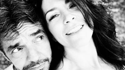 Eugenio Derbez y Alessandra Rosaldo desbordan amor con tremendo beso