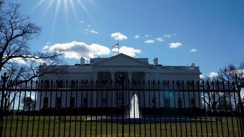 Un mensaje en el contestador de la Casa Blanca informa de la falta de empleados a causa del cierre de gobierno