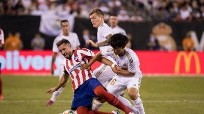 Héctor Herrera comparte foto con quien lo debutó