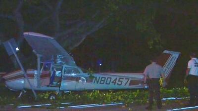 Dos personas sobrevivieron al choque de una avioneta contra un poste de energía en Key Biscayne