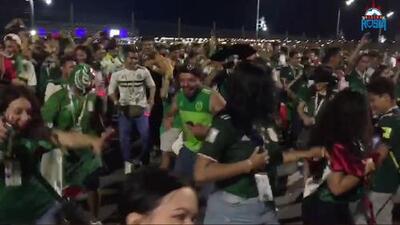 Al ritmo de 'La Chona' y de 'Caballo Dorado', mexicanos bailan y hacen un fiestón en Rostov