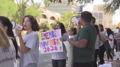 Manifestantes en Tucson le piden a Martha McSally que vote a favor del Dream and Promise Act
