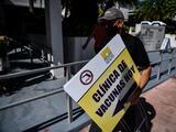 Florida ya no pide prueba de residencia para administrar la vacuna contra el coronavirus