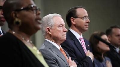 """""""Muchos estadounidenses sienten que su fe está bajo ataque"""": Sessions crea una 'fuerza de libertad religiosa'"""