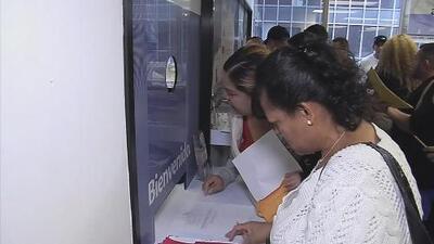 Miles de salvadoreños aplican para la renovación del TPS