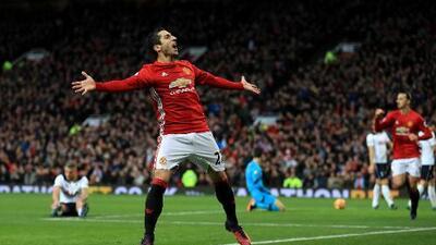Henrikh Mkhitaryan marcó y el Manchester United regresó a la victoria en la Premier