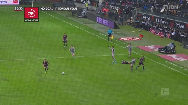 ¡Un jalón impide el empate del Frankfurt! Filip Kostic arruina el gol de su equipo