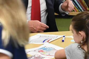 En fotos: Así confundió Donald Trump los colores de la bandera de EEUU