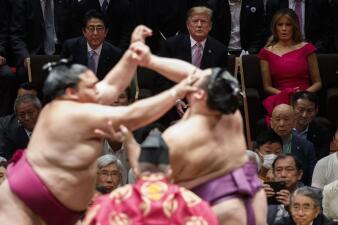 Sumo, selfies y hamburguesas: las fotos más extravagantes de la visita de Trump a Japón