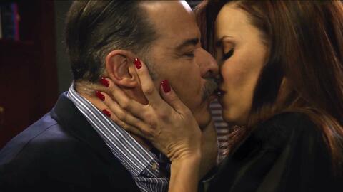 Débora sedujo a Victoriano para obtener su clave de la caja fuerte