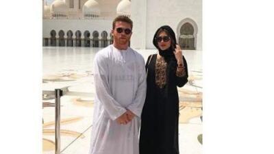 Canelo disfruta vacaciones en Emiratos Árabes junto a su pareja y su bebé